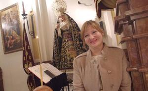 Ángela Guerrero: «El manto de flores será proyectado cada año por un diseñador malagueño»