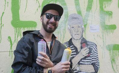 El grafitero TVBoy la lía en el Centro de Málaga