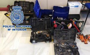 Cae un clan familiar especializado en robar herramientas en naves y furgonetas en Málaga y Granada