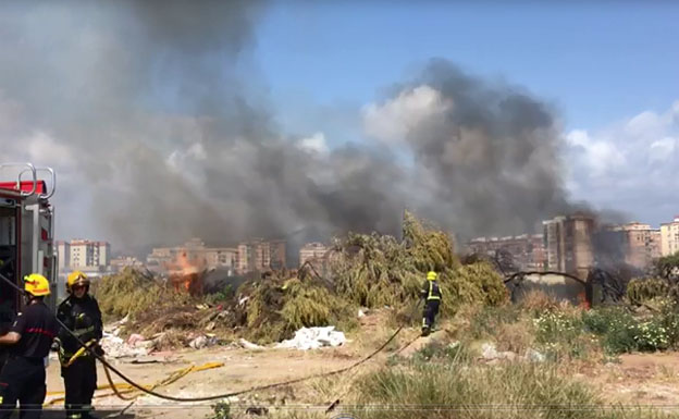 Bomberos sofocan un incendio en los terrenos de Repsol