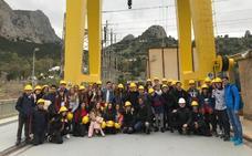 Estudiantes del colegio de Gamarra visitan la central del Tajo de la Encantada
