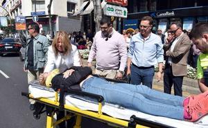 La alcaldesa de Marbella atiende como médico a una accidentada ante el retraso de la ambulancia