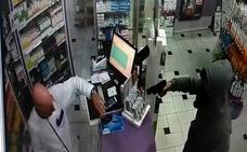 Un encapuchado atraca a punta de pistola una farmacia en Mijas