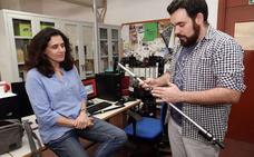 Diseñan un bastón mecanizado que mide el proceso de rehabilitación de los pacientes