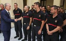 Los bomberos: honrados, sin «inutilidades físicas» y cuadrados ante los jefes