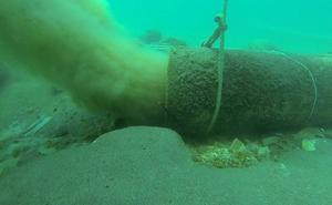El fondo marino de Nerja acumula nueve toneladas de toallitas por los vertidos sin depurar