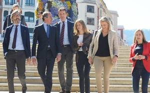Casado advierte de que no se puede seguir descentralizando España