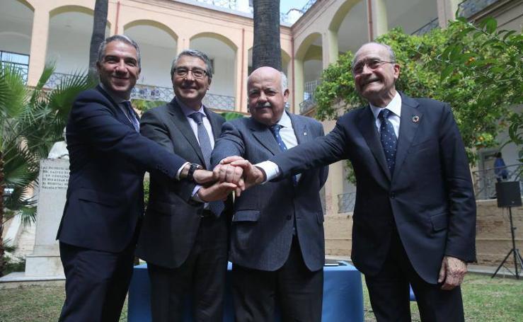 Firma del acuerdo de cesión de los terrenos del Civil para el tercer hospital para Málaga