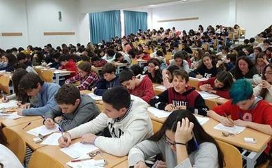 Comienzan las pruebas escritas para el concurso de Jóvenes Talentos de la Fundación Coca-Cola
