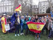 Residentes británicos y malagueños se dan cita en la manifestación anti 'Brexit'