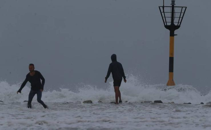 Fuerte oleaje en el litoral de Málaga