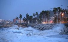 El primer gran temporal deja olas de más de cuatro metros en Málaga
