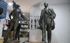 Las esculturas del Marqués de Larios y de la Alegoría del Trabajo protagonizarán una exposición en el Ayuntamiento