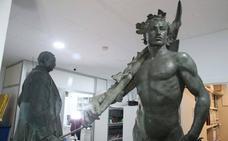 El Ayuntamiento de Málaga acoge desde este martes la exposición del Marqués de Larios tras su restauración