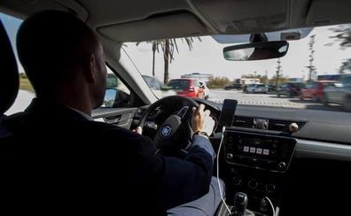 Taxistas y VTC rechazan las propuestas de la Junta para regular ambos sectores