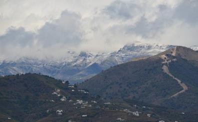 El temporal cubre de blanco las cumbres de la provincia