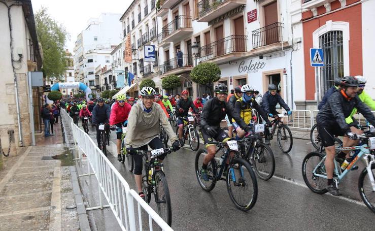 Casi 5.000 deportistas participan en la carrera homenaje al Tercio Alejandro Farnesio 4º, en Ronda