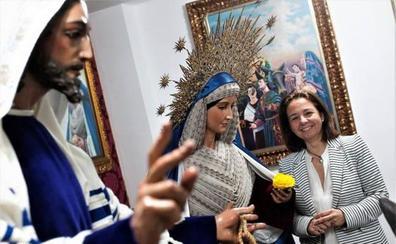 El pregón oficial, el traslado de la Cena y tres procesiones protagonizan la jornada del sábado
