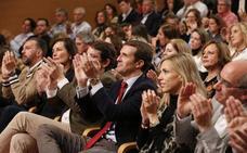 Casado afirma que el 28-A está en juego la democracia o la disolución de España