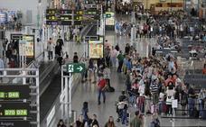 Air Nostrum cancela cuatro vuelos en la ruta Málaga y Melilla por un problema en el avión