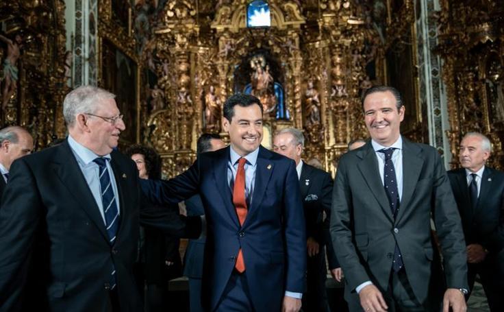 Juanma Moreno recibe a los presidentes de las agrupaciones de cofradías de Andalucía