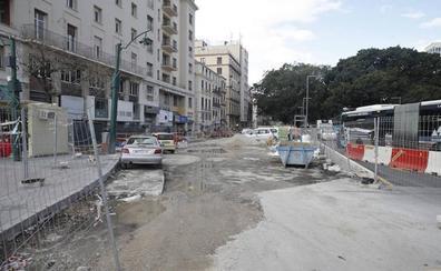 El pavimento del lateral sur de la Alameda no estará totalmente terminado para Semana Santa