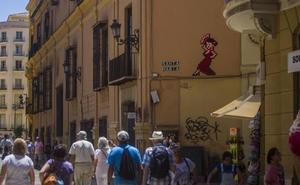 Un juzgado de Málaga pide a Francia que explique por qué Invader no ha comparecido por los mosaicos de la capital