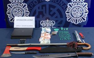 Desarticulados 12 puntos de venta de droga y detenidas 32 personas por narcotráfico en Málaga
