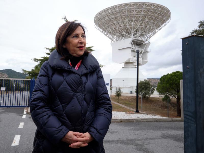 La ministra de defensa elogia a Mena por pedir que los políticos no asistan al traslado del Jueves Santo