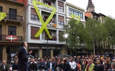 Rivera promete sancionar los homenajes a terroristas en un acto marcado por las amenazas