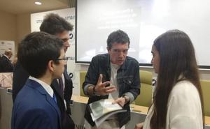 Banderas ofrece a la UMA colaborar en su nuevo proyecto, el teatro del Soho