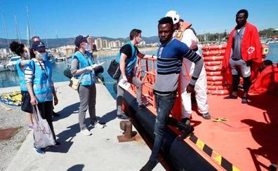 Rescatados 43 inmigrantes de dos pateras en las costas de Cádiz
