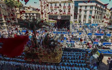 Málaga estrena un recorrido oficial de Semana Santa con luces y sombras en el primer día