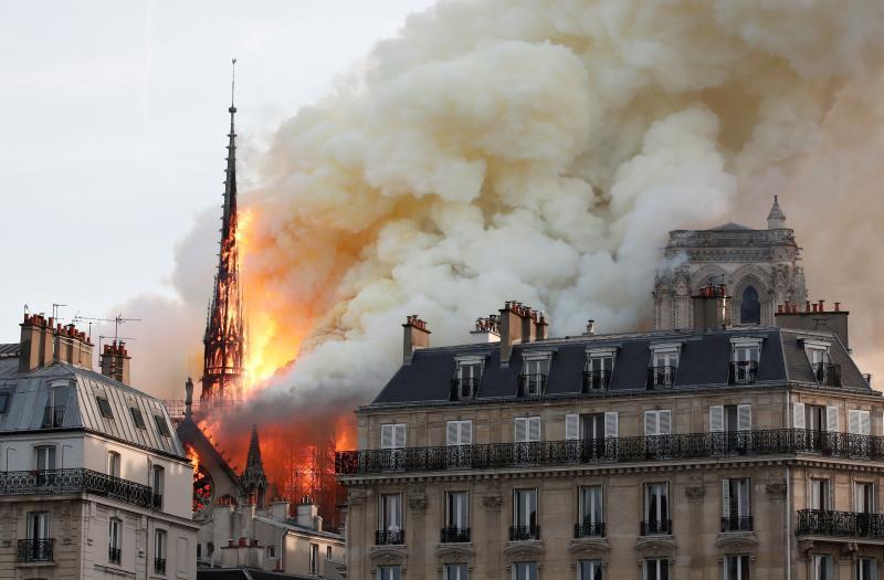 Fotos | Espectaculares imágenes del incendio de la catedral de Notre Dame, en París