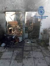 Rescatan en Estepona a una anciana del interior de su casa cuando ésta se incendiaba