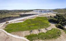 El Ayuntamiento de Estepona concluye la zona verde de 25.000 metros cuadrados junto al Hospital