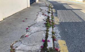 Fotodenuncia: aceras rotas en La Cala