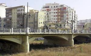Detienen a un joven acusado de apuñalar a otros dos tras tropezar con él en el Centro de Málaga