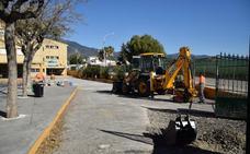 El Ayuntamiento de Estepona mejora los accesos del CEIP Sierra Bermeja