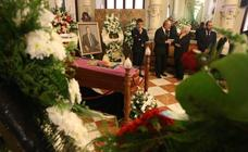 La capilla ardiente de Manuel Alcántara, en el Salón de los Espejos del Ayuntamiento