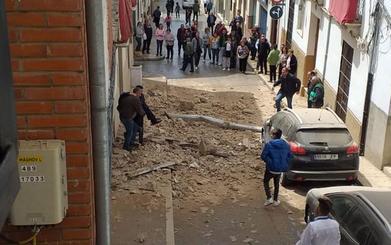 Se desprende una cornisa en una calle del centro de Archidona
