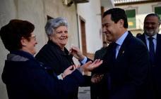Juanma Moreno defiende limitar los mandatos como un impulso a la regeneración democrática