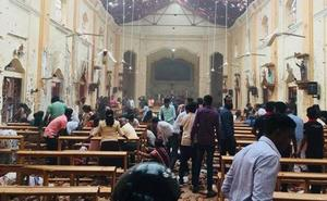 Más de 100 muertos y 300 heridos en una serie de explosiones en varias iglesias y hoteles de lujo en Sri Lanka