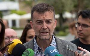 Maíllo: «Pedro Sánchez se pone rojo 15 días y después se vuelve anaranjado»