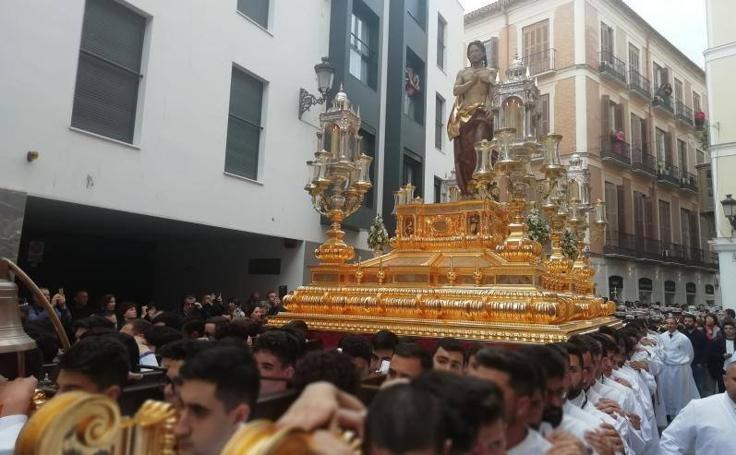 La procesión del Resucitado de Málaga, en imágenes