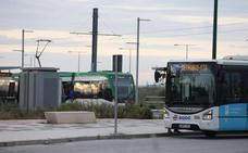 Los primeros usuarios valoran el 'metrobus' pero piden que el metro llegue al PTA
