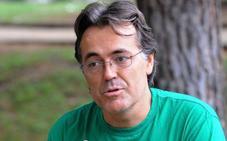 El activista medioambiental Javier de Luis, candidato de Izquierda Unida en Benahavís