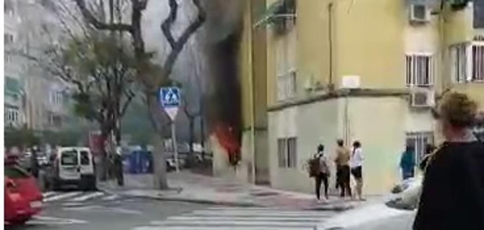 Varios vecinos tienen que ser atendidos tras un incendio en Málaga