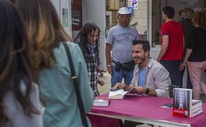 Javier Castillo abre la Feria del Libro con su nueva novela liderando las listas de ventas