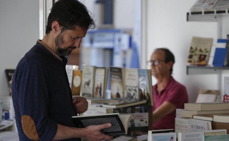 Abre la Feria del Libro en la plaza de La Merced
